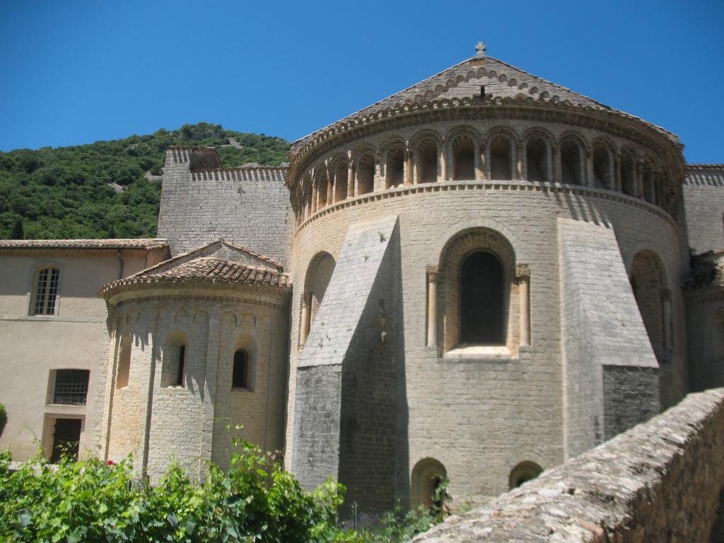 abbaye de saint guilhem le desert chemin de compostelle