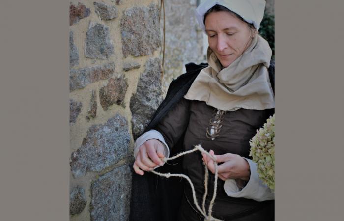 visite avec une batisseuse du Moyen âge à Dinan
