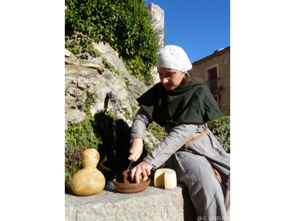 visite costumée au Moyen âge à Saint Guilhem le désert