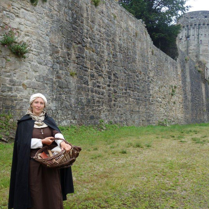 visite de Dinan avec Barbe, bâtisseuse du Moyen Âge