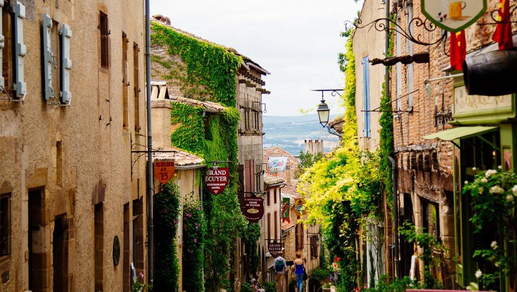 rue médiévale Cordes sur ciel