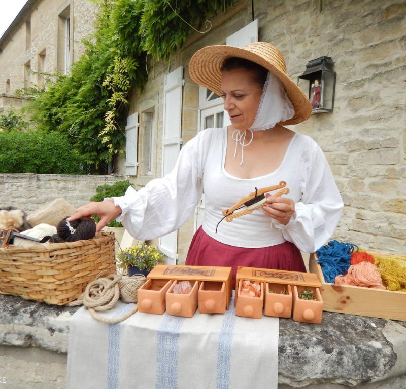 Visite Creully-sur-Seulles avec une lavandiere XVIIIè