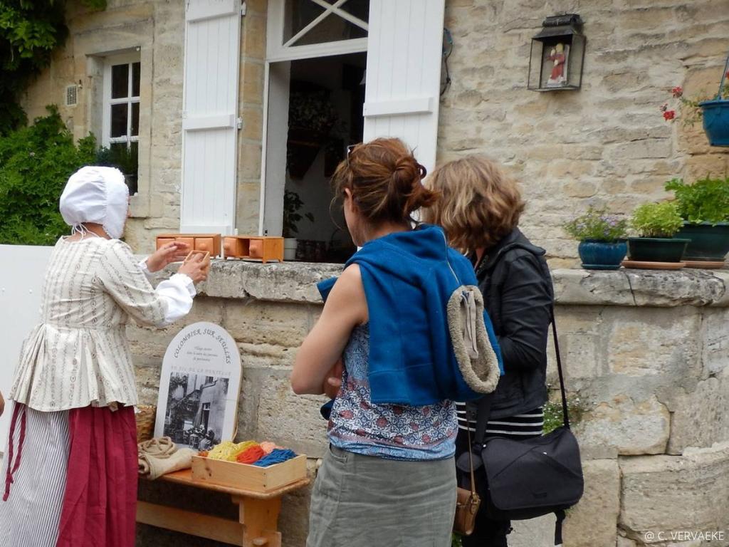 Visite village normand Creully-sur-Seulles avec une lavandiere XVIIIè