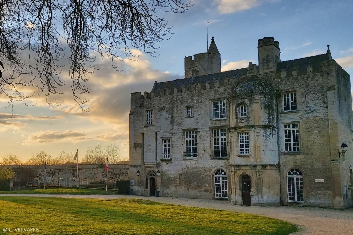 château creully-sur-seulles normandie lever de soleil