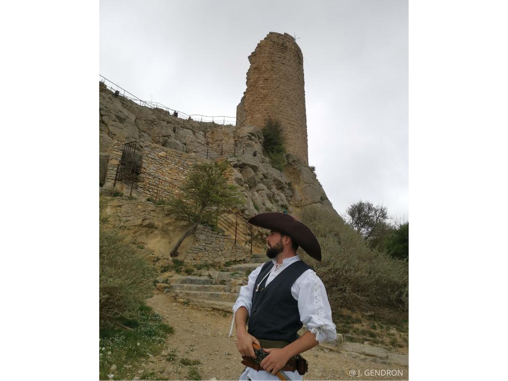 visite insolite costumée à la tour barberousse à Gruissan