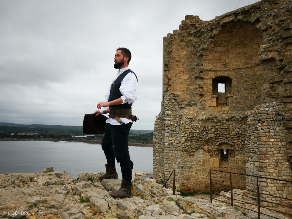 visite insolite guidée par un pirate à la tour Barberousse de Gruissan