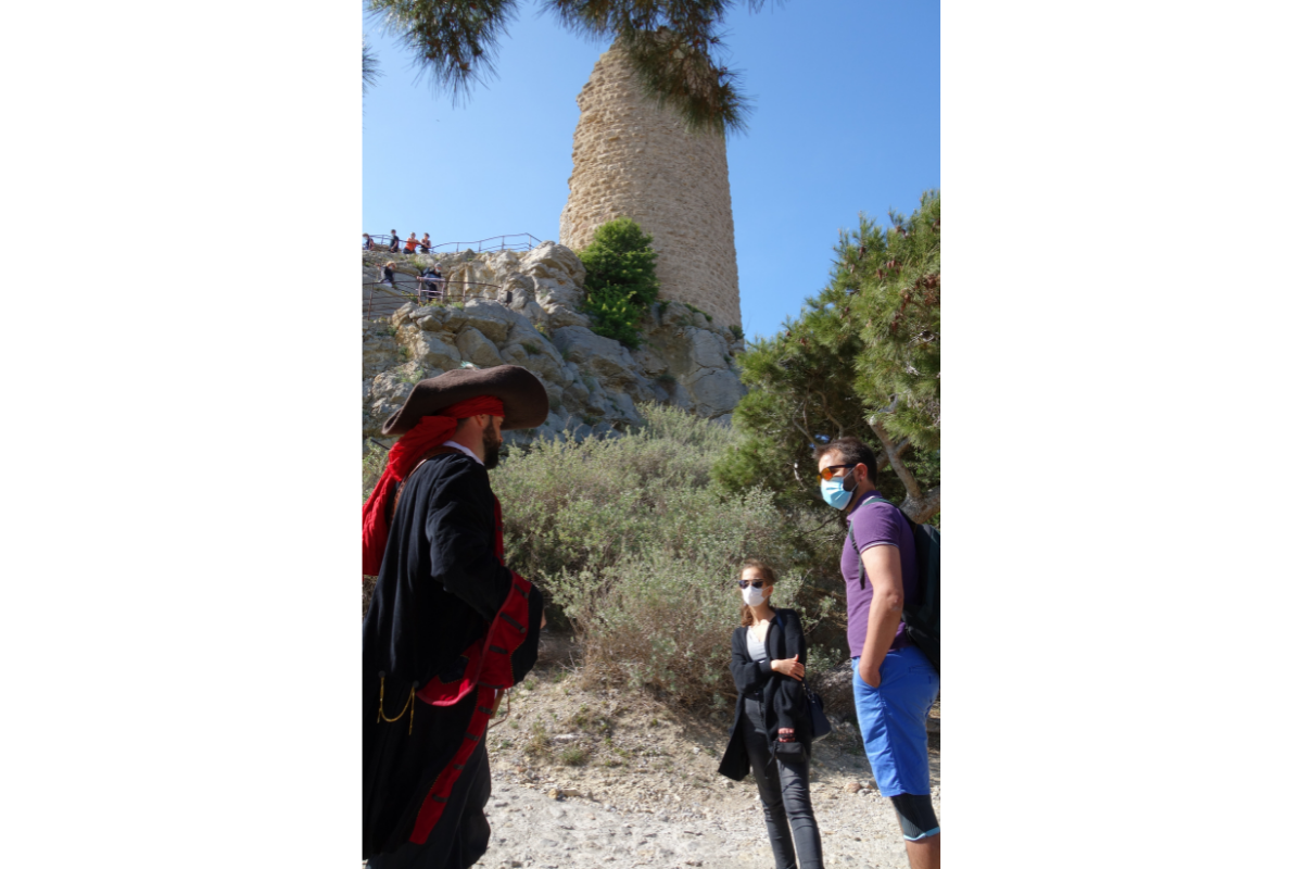 visite guidée par un forban à la tour barberousse de Gruissan