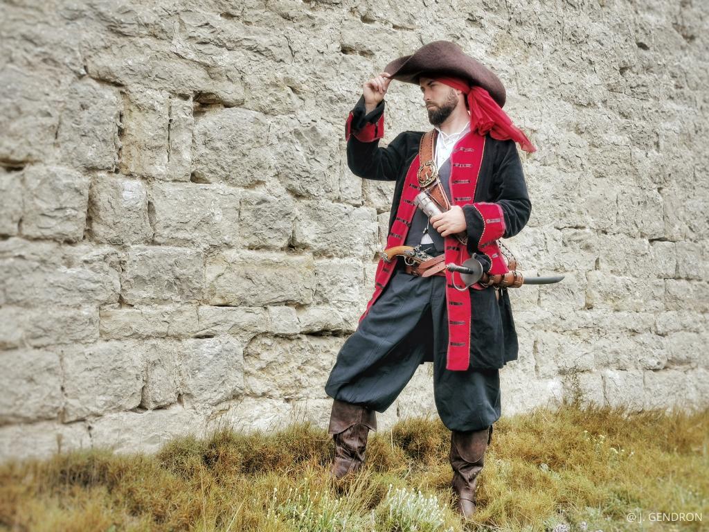 visite insolite costumee piraterie gruissan XVIIè