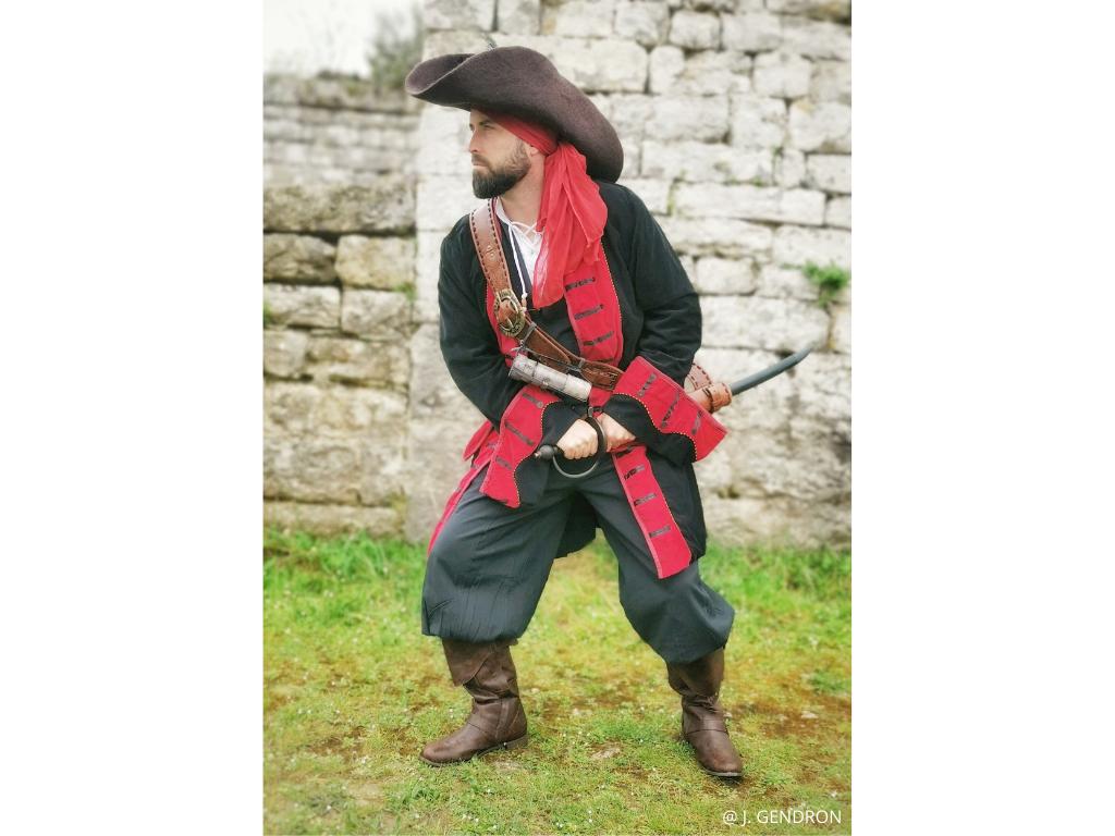visite insolite pirate epée gruissan tour barberousse XVIIè