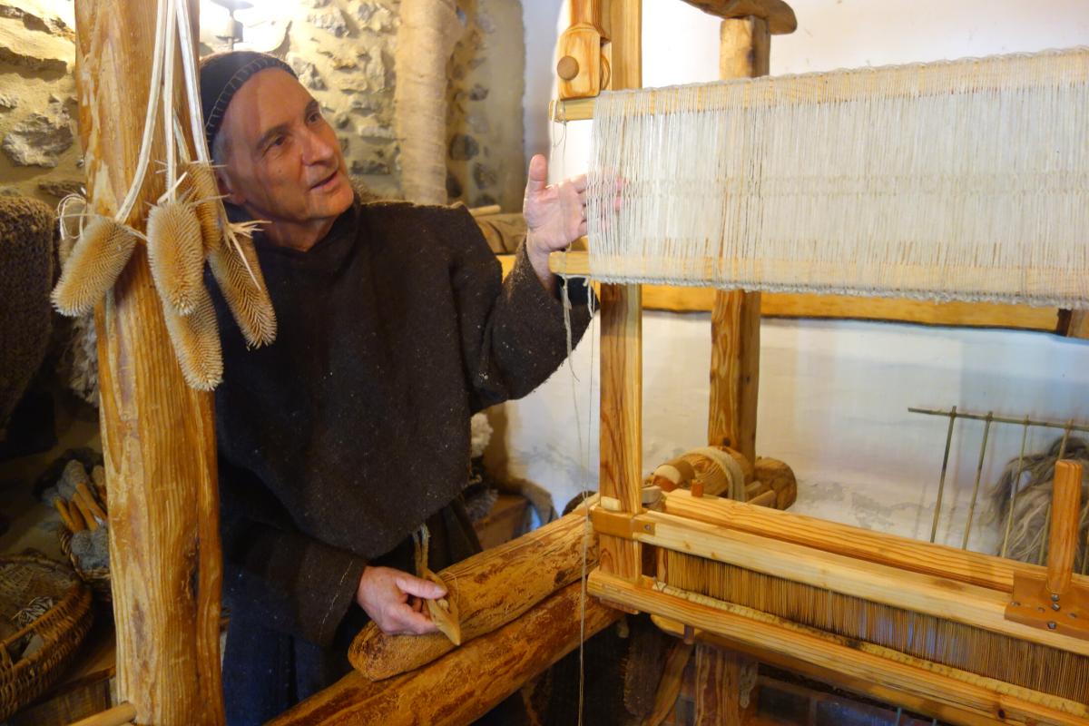reproduction techniques tissage Moyen Âge à Montségur