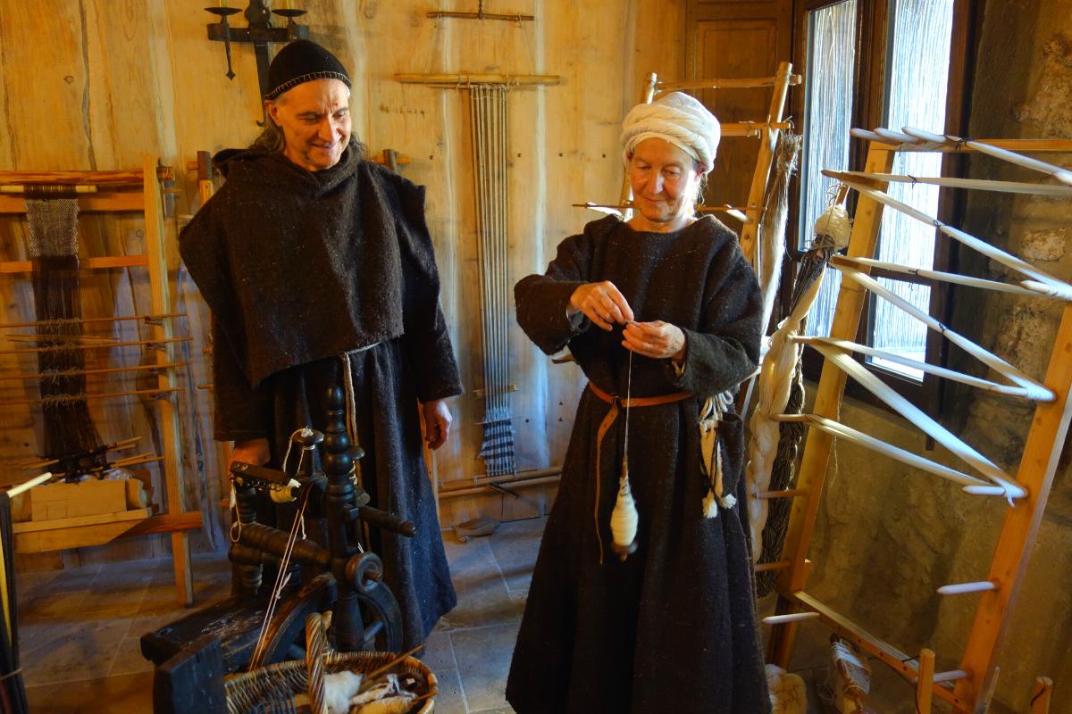 Démonstration tisserands Moyen Âge atelier Montsegur